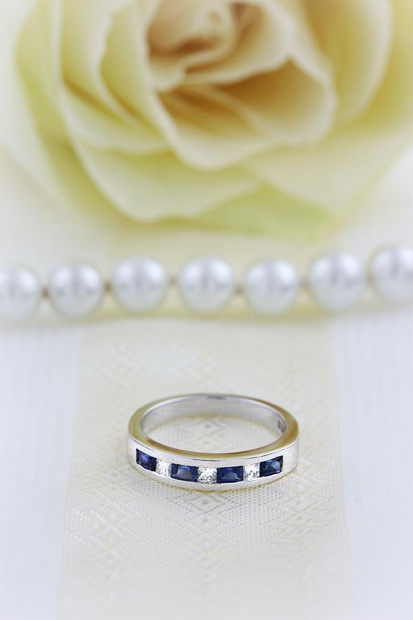 Inel Semi Eternity Dama Aur Alb 18kt cu Safire si Diamante in Setare Canal in Stoc-img1