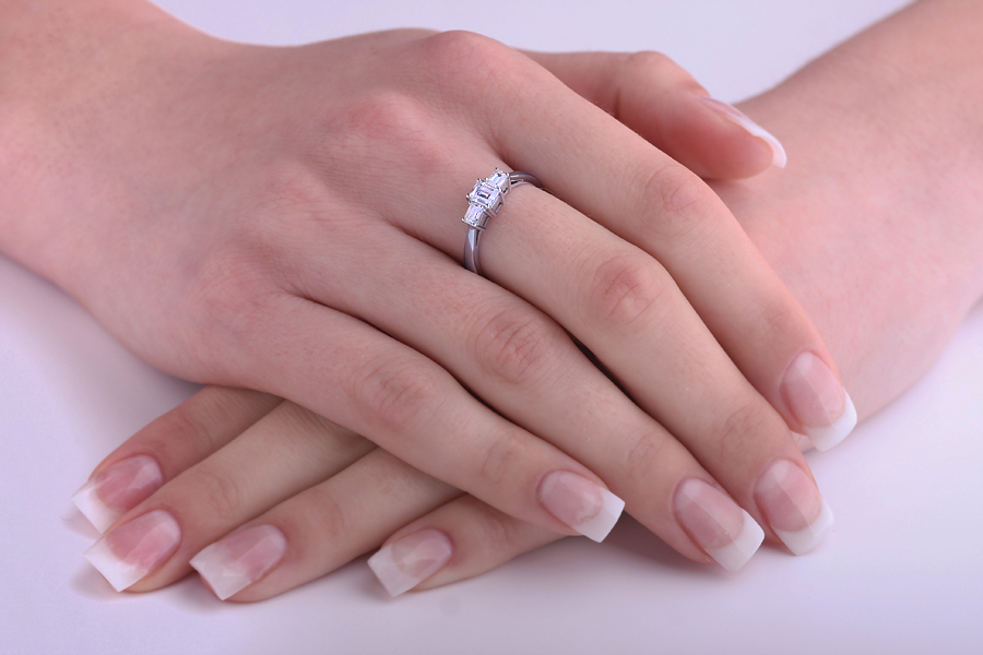 Three Stone Ring/Engagement Ring for women in platinum with three emerald cut diamonds-img1