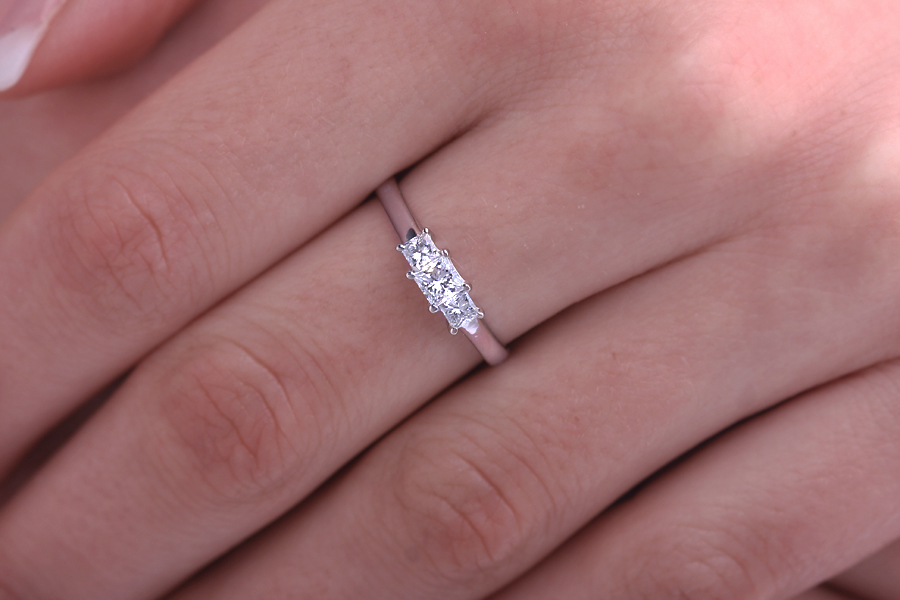 Three Stone Ring/Engagement Ring for women in 18ct white gold with 3 princess cut diamonds-img1
