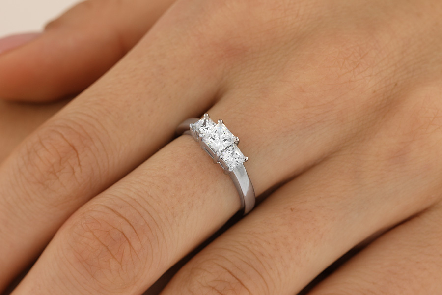 Three Stone Ring/Engagement Ring for women in platinum with 3 princess cut diamonds-img1