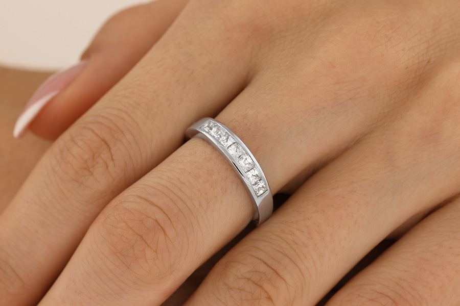 Half Eternity Ring for women in 9ct white gold with 7 Princess cut diamonds in channel setting-img1