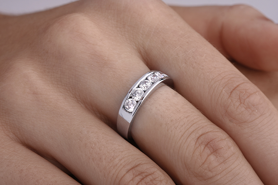 Half Eternity Ring for women in 18ct white gold with 5 round diamonds in a channel setting-img1