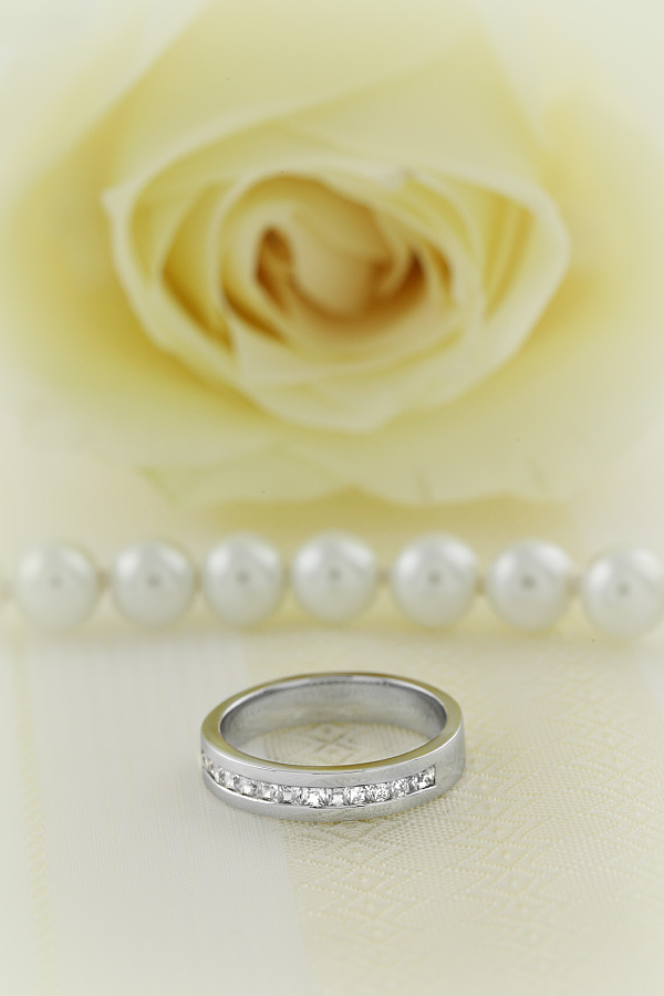 Half Eternity Ring for women in 18ct white gold with 15 princess cut diamonds in channel setting-img1