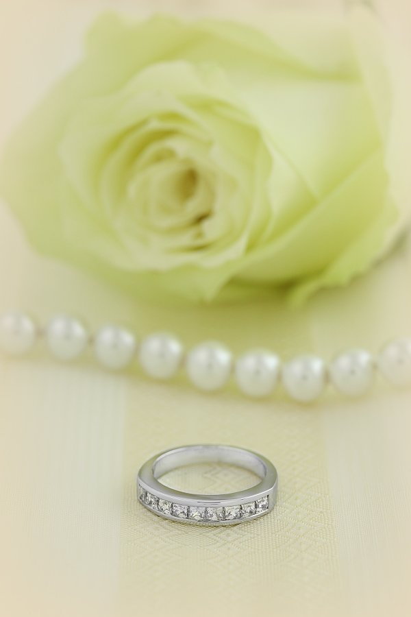 Half Eternity Ring for women in 18ct white gold with 9 Princess cut diamonds in channel setting-img1