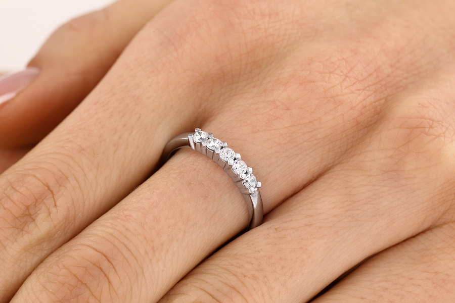 Half Eternity Ring for women in platinum with 5 round diamonds-img1