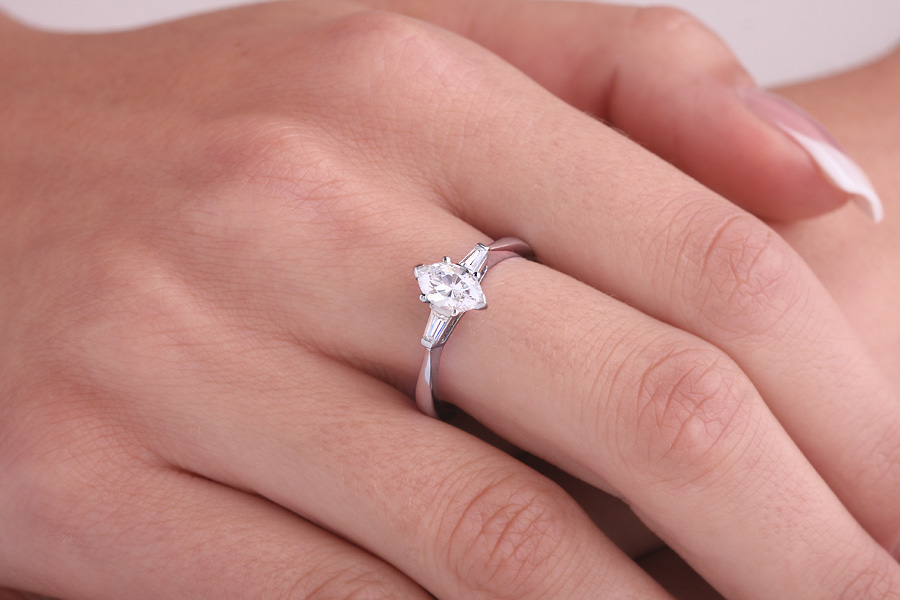 Three Stone Ring/Single Stone Engagement Ring With Shoulders for women in 18ct white gold with a marquise cut and two tapered baguette diamonds-img1