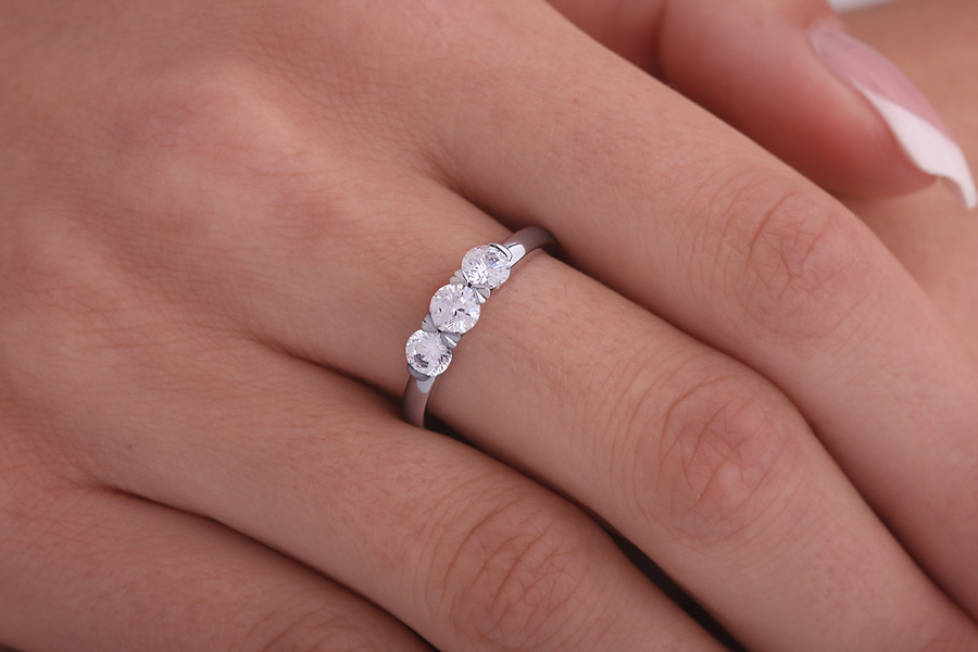 Three Stone Ring/Engagement Ring for women in palladium with 3 round diamonds in a claw setting-img1