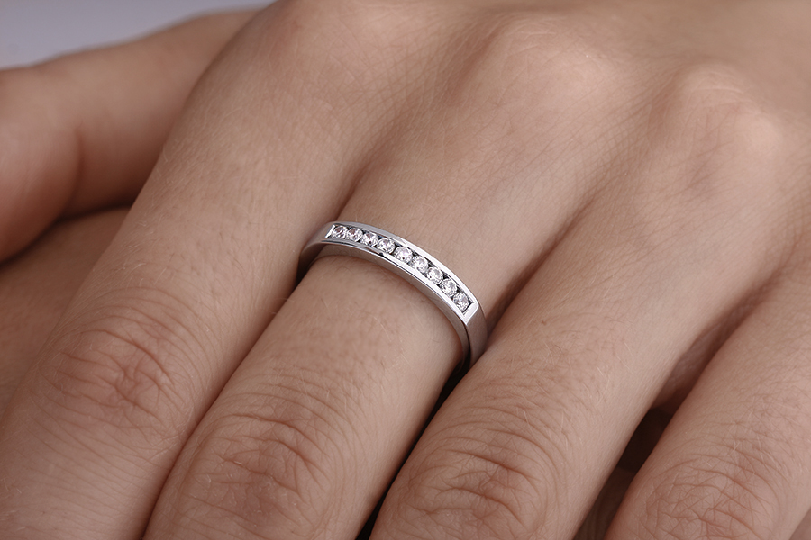 Half Eternity Ring for women in 18ct white gold with 9 round brilliant cut diamonds in channel-setting-img1