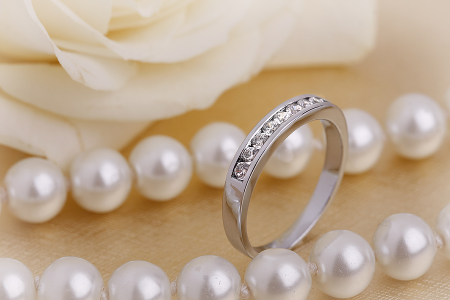Half Eternity Ring for women in 9ct white gold with 9 round brilliant cut diamonds in channel-setting-img1