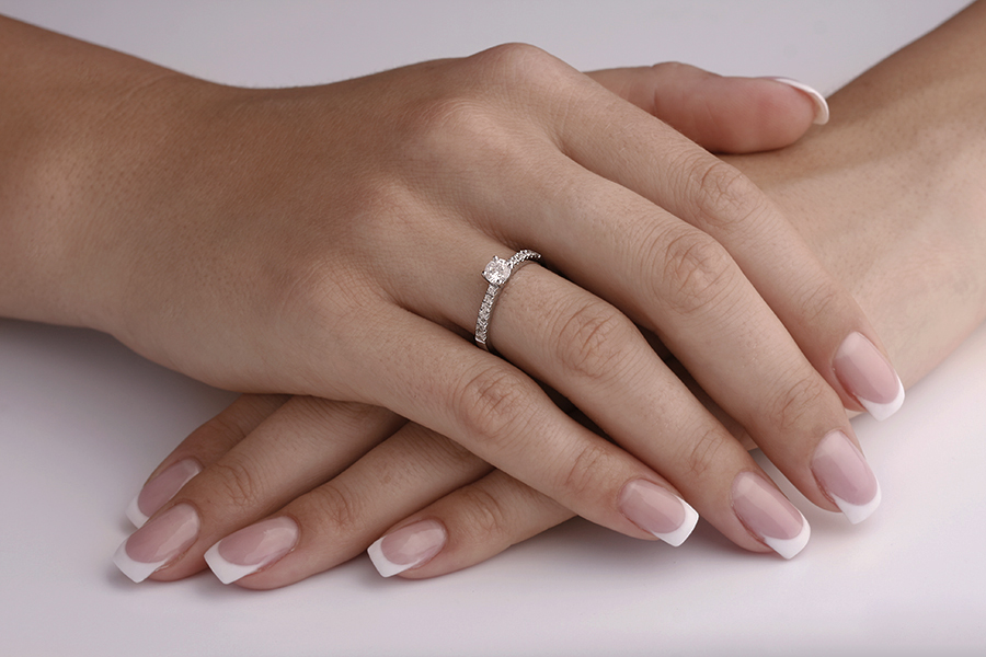 Single Stone Engagement Ring With Shoulders for Women in Platinum with a Round Centre and Round Shoulder Diamonds-img1
