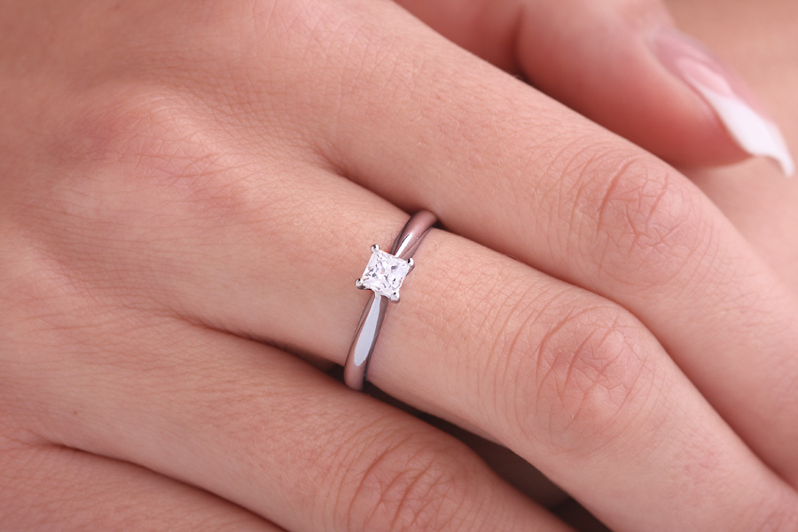 Single Stone Engagement Ring for Women in Platinum with a Princess Diamond in a 4-claw Setting-img1