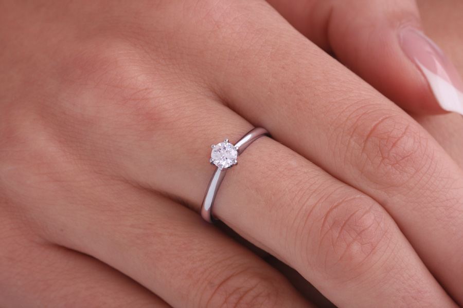Single Stone Engagement Ring for Women in Platinum with a Round Diamond in a 6-claw Setting-img1