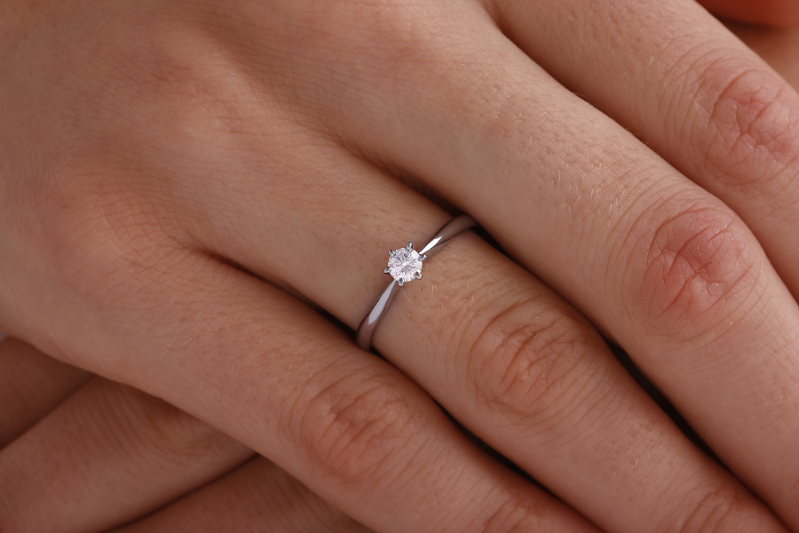 Single Stone Engagement Ring for Women in Palladium with a Round Diamond in a 6-claw Setting-img1
