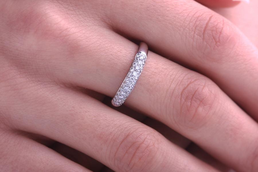 Cocktail Ring mit Diamanten für Dame in 18kt Weißgold mit runden Brillanten in Pavefassung-img1