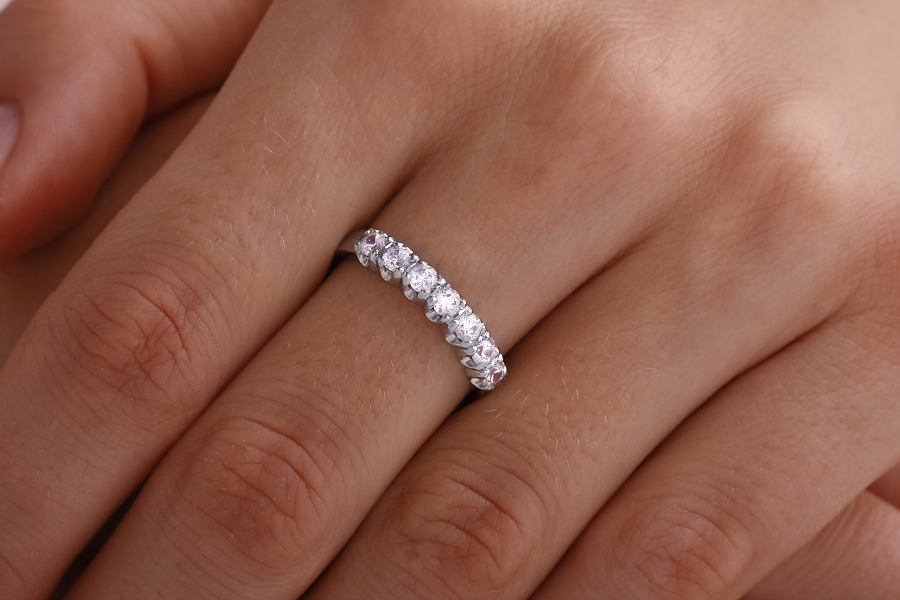 Inel Semi eternity Dama Aur Alb, 18kt cu 7 Diamante Rotund Briliant in Setare Gheare-img1
