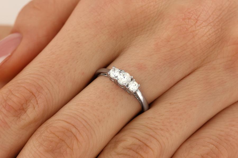 Drei-Steine Ring/Verlobungsring für Dame in 18kt Weißgold mit runden Brillanten-img1