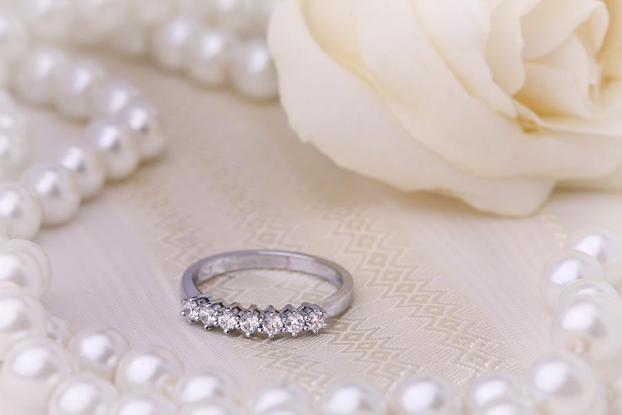 Halb Eternity Ring für Dame in 18kt Weißgold mit 7 runden Brillantschliff Diamanten-img1