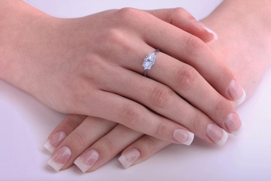 Inel Cocktail/Inel de Logodna cu Diamante Dama Aur Alb 18kt cu Diamante Forma Bagheta & Rotund Briliant-img1