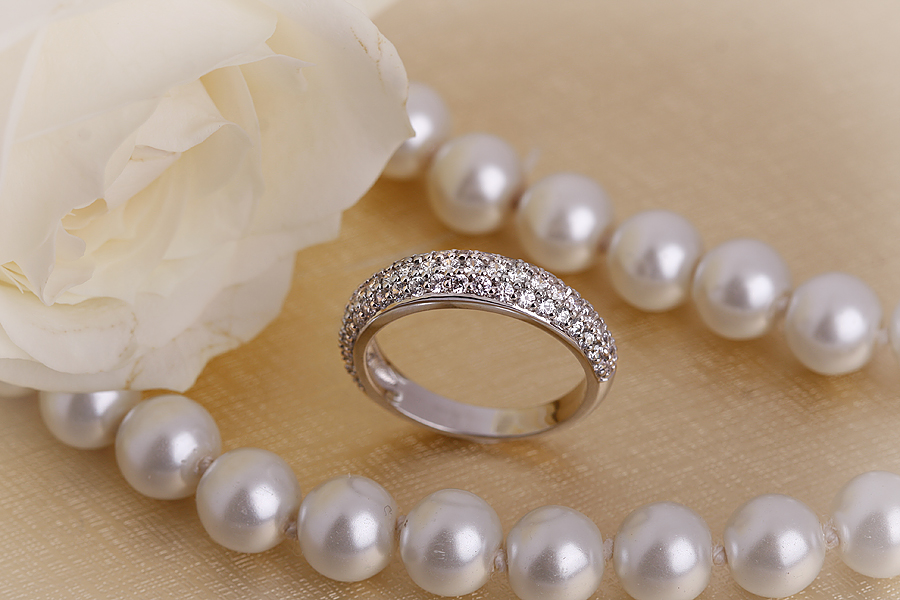 Cocktail Ring mit Diamanten für Dame in 18kt Weißgold mit Brillantschliff Diamanten in Pavefassung-img1