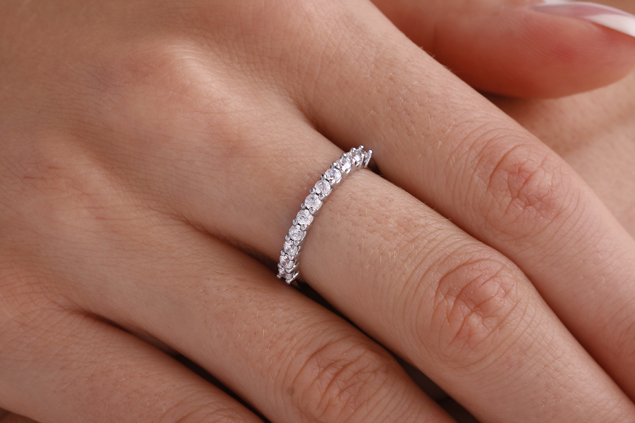 Inel Semi Eternity Dama Aur Alb, 18kt cu 11 Diamante Rotund Briliant in Setare Gheare-img1