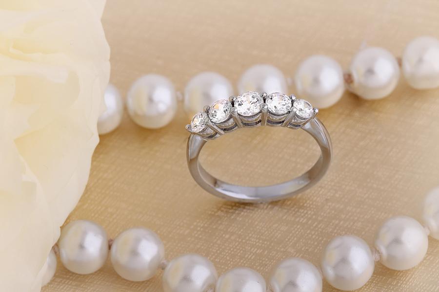 Inel Semi Eternity Dama Platina cu Diamante Rotunde de Dimensiuni Gradate in Setare Gheare-img1