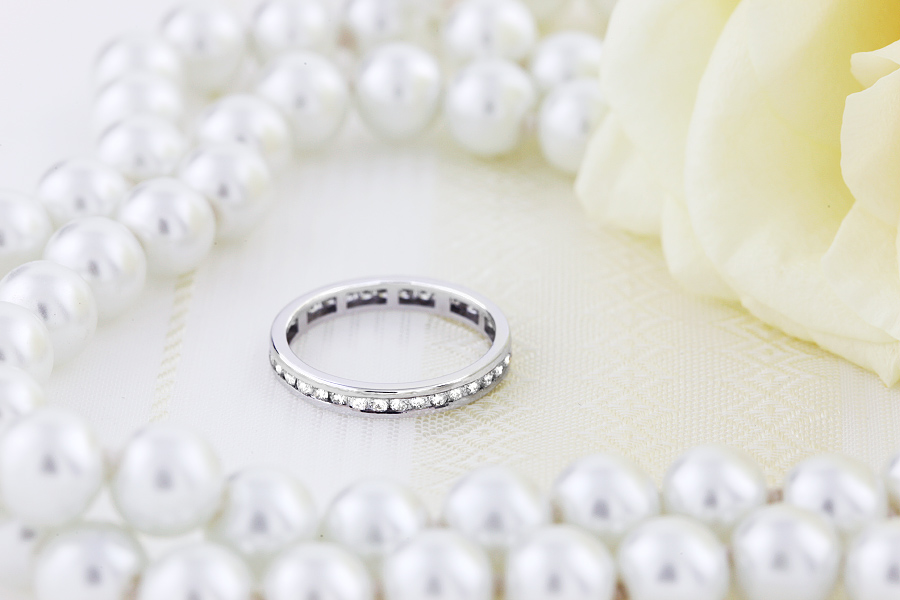 Full Eternity Ring/Diamond set wedding ring for women in 9ct white gold with round brilliant cut diamonds-img1