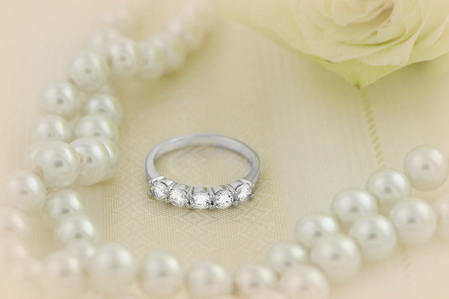 Halb Eternity Ring für Dame in Platin mit fünf runden Brillanten in Krappenfassung-img1
