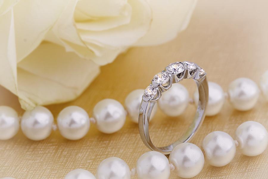 Inel Semi Eternity Dama Aur Alb, 18kt cu 5 Diamante Rotunde in Setare Rub-Over Partial-img1
