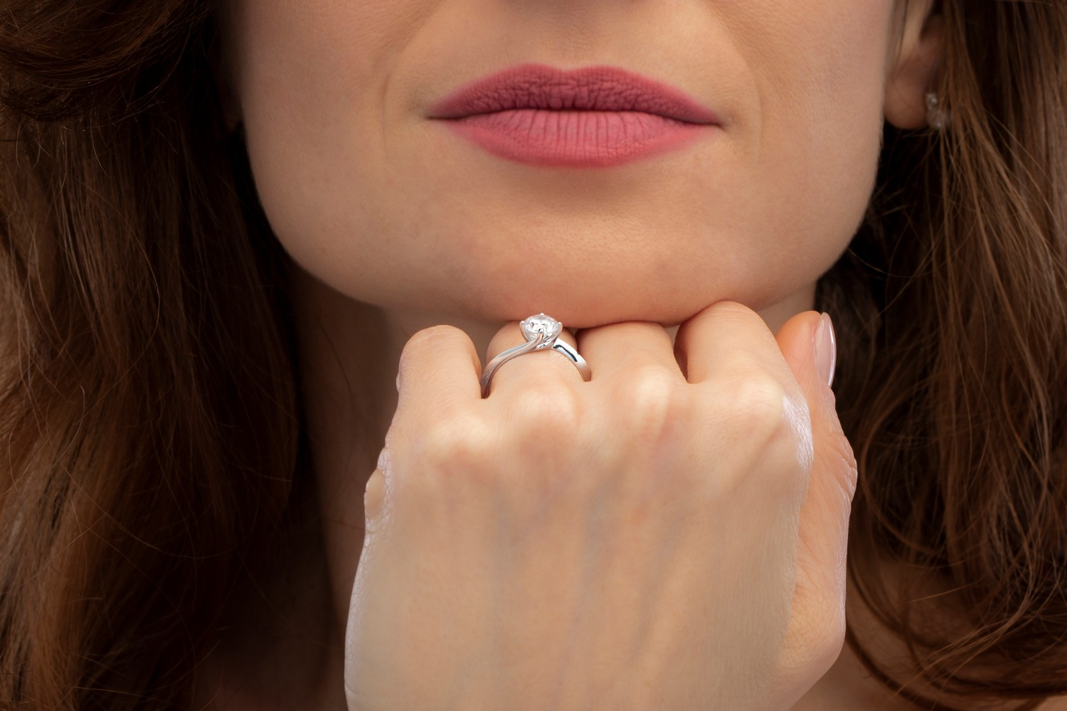 Single Stone Twist Engagement Ring for Women in 9ct White Gold with a Round Brilliant Cut Diamond in a Claw Setting-img1