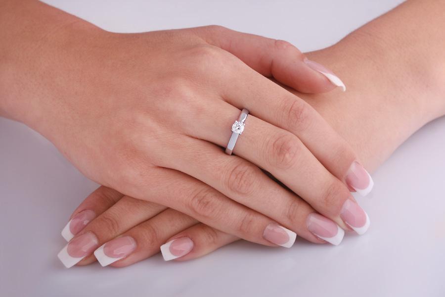 Inel de Logodna Solitaire Dama Aur Alb 18kt cu un Diamant Rotund Briliant, Stil Elegant-img1
