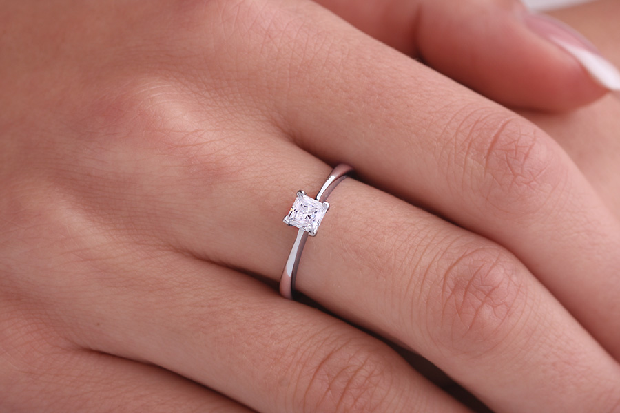 Single Stone Engagement Ring for Women in 9ct White Gold with a Princess Cut Diamond in a 4-claw Setting-img1