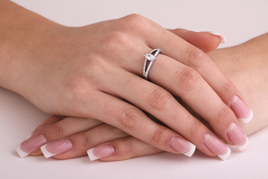 Inel de logodna cu Diamante Dama Platina cu un Diamant Marchiza si 2 Randuri de Diamante Rotund Briliant-img1