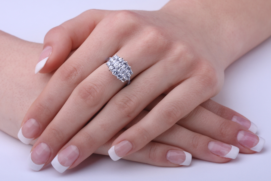 Inel Cocktail/Inel de Logodna cu Diamante Dama Aur Alb 18kt cu 3 Diamante Princess si Diamante Rotund Briliant-img1