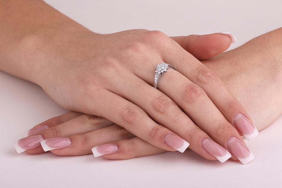 Inel de logodna cu Diamante Dama Aur Alb 18kt cu Diamante Rotund Briliant-img1