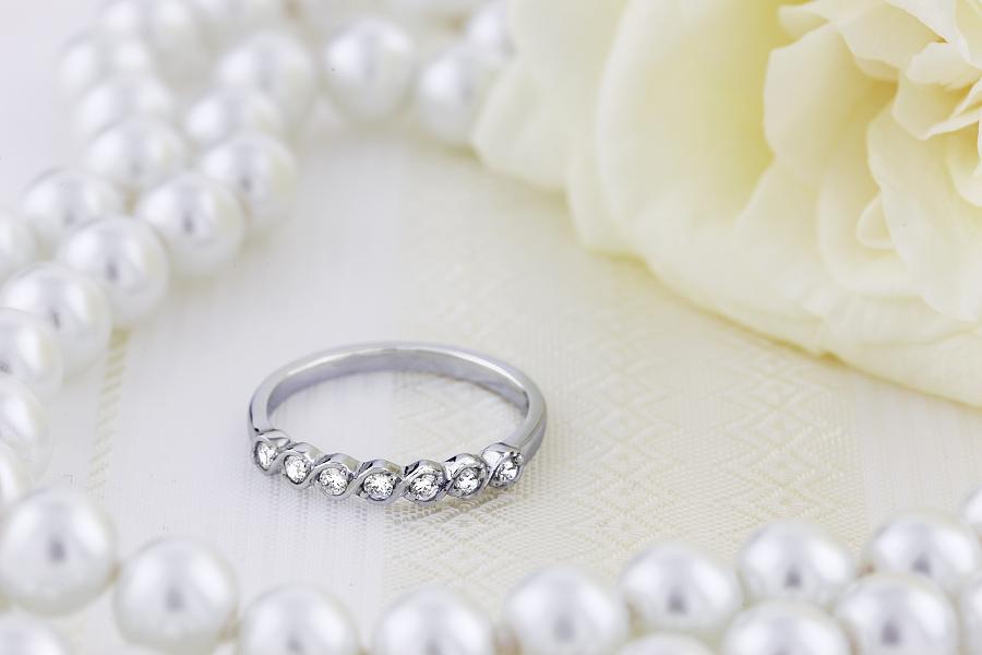 Halb Eternity Ring für Dame in 9kt Weißgold mit 7 runden Brillanten-img1