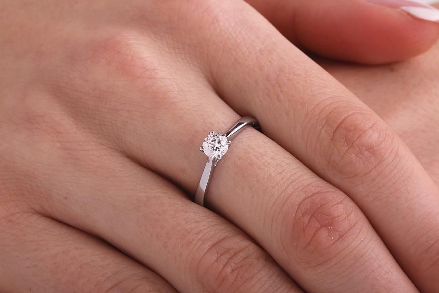 Inel de Logodna Solitaire Dama Platina cu Diamant Rotund Briliant Setat cu Gheare-img1