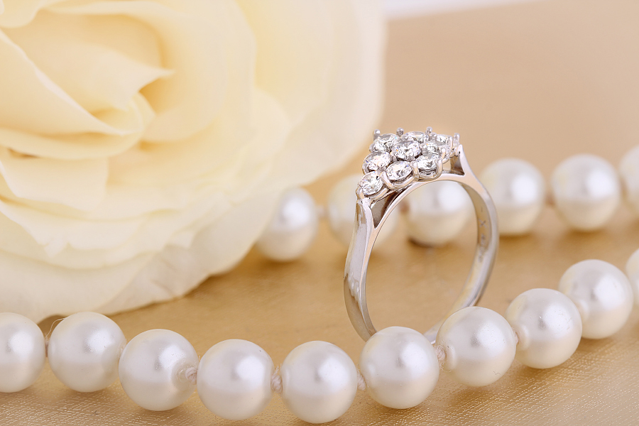 Inel de logodna cu Diamante Dama Platina cu 9 Diamante in Setare Gheare-img1
