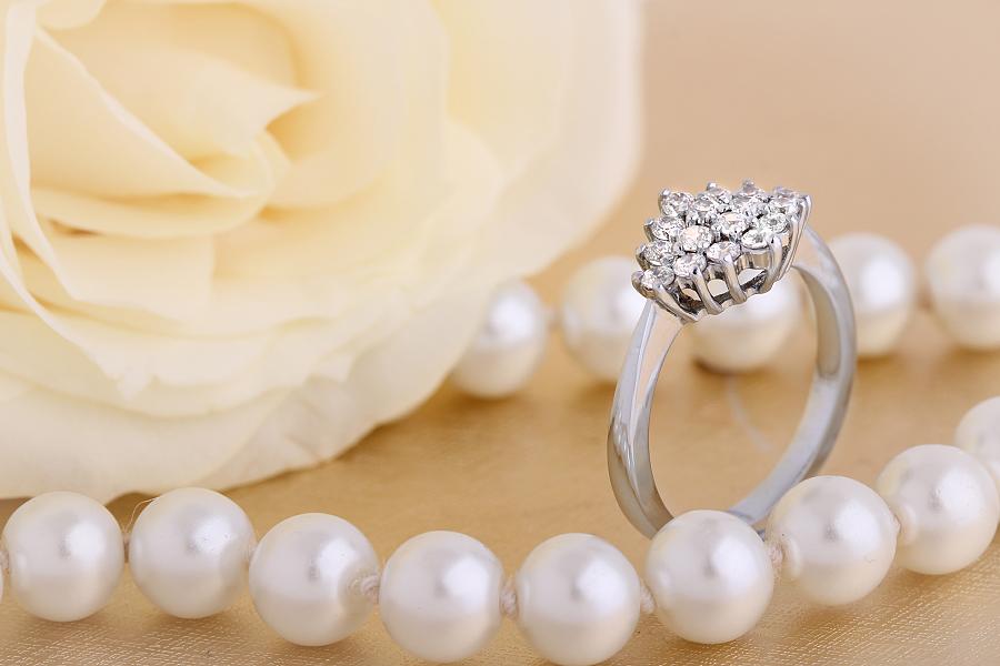Inel de logodna cu Diamante Dama Aur Alb 18kt cu 16 Diamante Rotund Briliant in Setare Gheare-img1