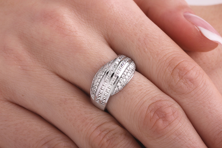Cocktail Ring mit Diamanten für Dame in 18kt Weißgold mit 2 Reihen Princess Schliff Diamanten und 3 Reihen von runden Brillanten auf den Seiten-img1