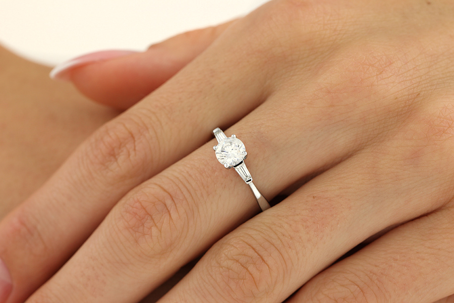Three Stone Ring Single Stone Engagement Ring With Shoulders For Women In 18ct White Gold With A Round Brilliant Cut Diamond And A Tapered Baguette Cut Diamond On Either Side