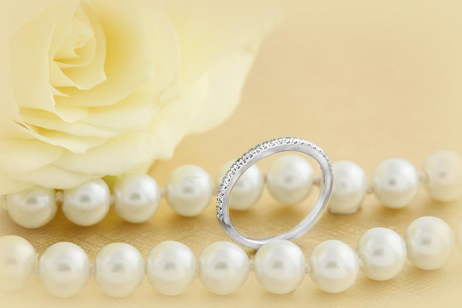 Halb Eternity Ring/Trauring mit Diamanten für Dame in 9kt Weißgold mit 24 runden Brillant Schliff Diamanten, 1.6mm breit-img1