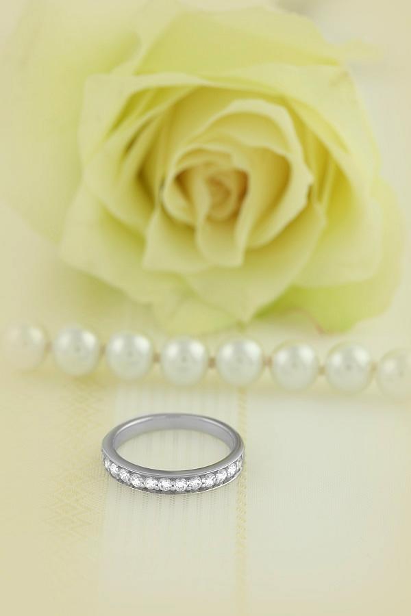 Inel Semi Eternity Dama Aur Alb, 18kt cu 13 Diamante Rotund Briliant in Setare Gheare-img1