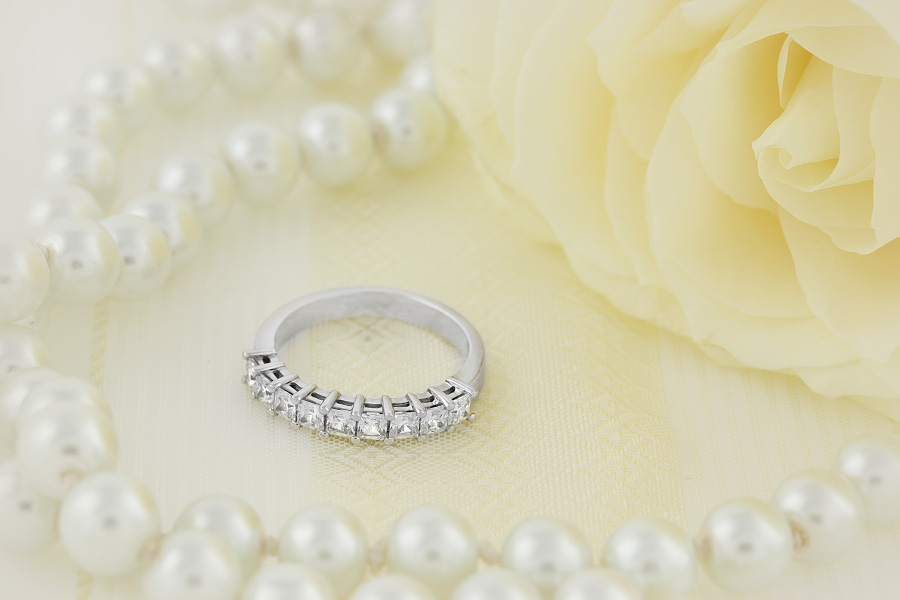 Inel Semi Eternity Dama Aur Alb 18kt cu 9 Diamante Princess Setate cu Gheare-img1