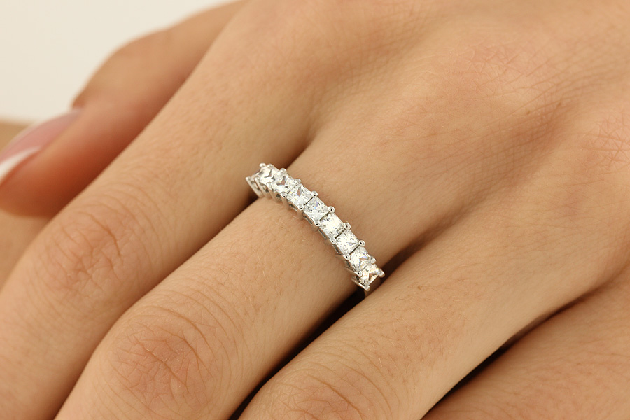 Halb Eternity Ring für Dame in Platin mit 9 Princess Schliff Diamanten in Krappenfassung-img1