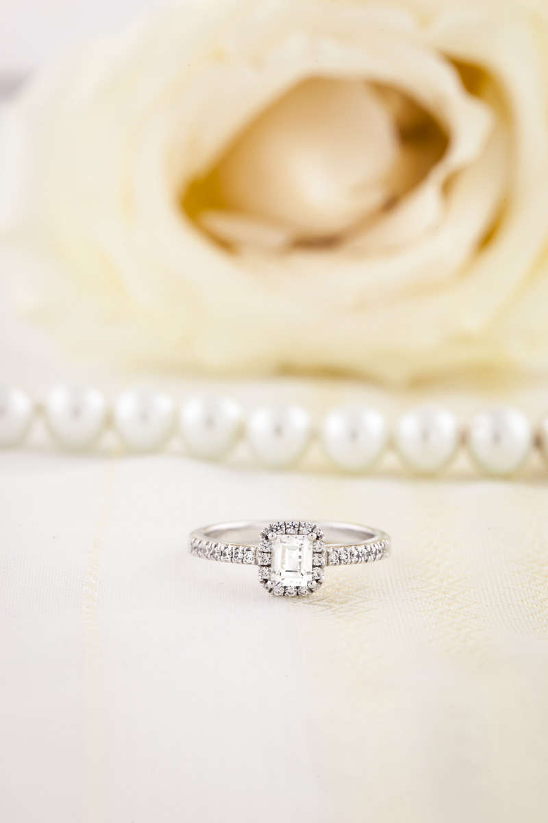 Inel de Logodna cu Diamante Dama Platina cu Diamant Forma Smarald si Diamante Rotunde Briliant-img1