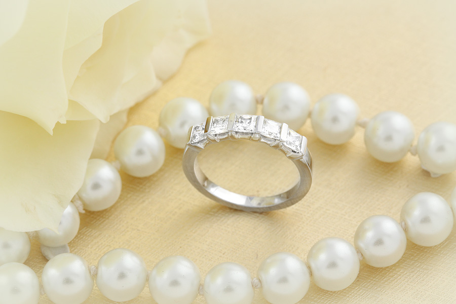 Inel Semi Eternity Dama Aur Alb, 18kt cu 5 Diamante Princess in Setare cu Bara-img1