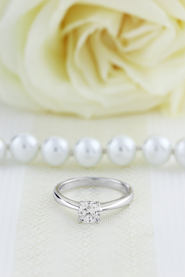 Inel de Logodna Solitaire Dama Platina cu un Diamant Cushion in Setare cu 4 Gheare-img1