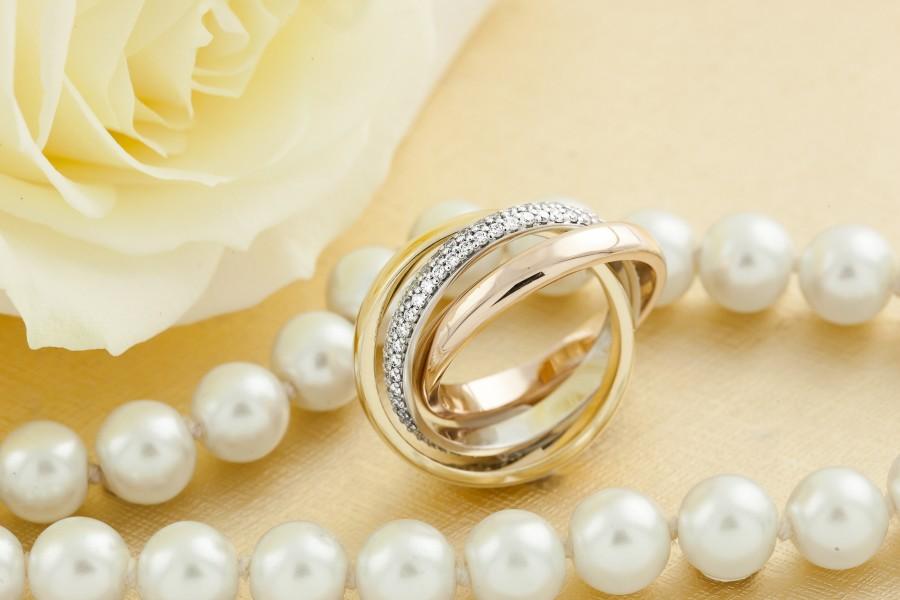Verigheta cu Diamant Dama Aur Alb, Galben si Roz de18kt, Stil Russian, Format din 3 Verighete Interconectate si Diamante Mici Rotund Briliant-img1
