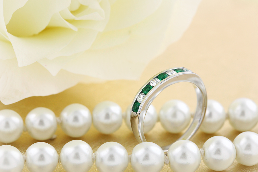 Emerald and Diamond Eternity Ring for Women in 9ct white gold with 5 round emeralds and 4 round brilliant cut diamonds-img1