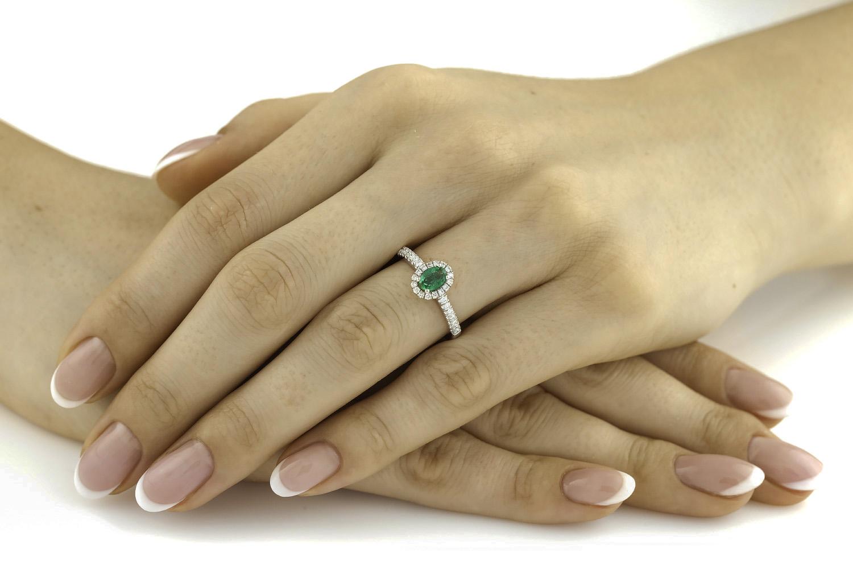 Inel Smarald si Diamante Dama Aur Alb 18kt cu un Smarald Oval si Diamante Rotunde-img1